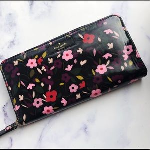 Kate Spade Large Floral Continental Wallet🌸💞